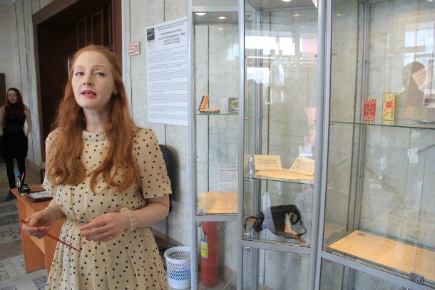 Главный научный сотрудник объединенного музея писателей Урала Марина Кряжевских провела для первоуральцев экскурсию  Фото Анны Неволиной