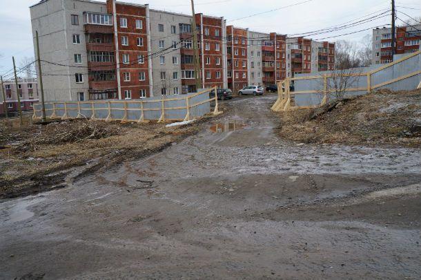 Забор появился возле дома №7 примерно неделю назад  Фото Елены Шариповой