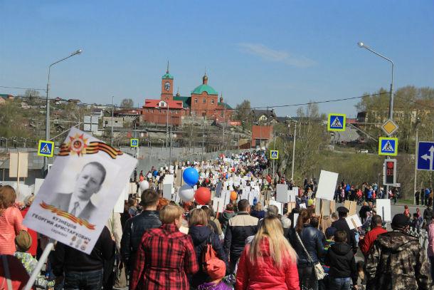 Порядка 5000 человек встали в ряды Бессмертного полка в Первоуральске. Это в два раза больше, чем в прошлом году Фото Анны Неволиной