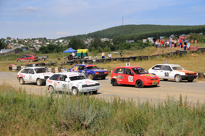 В Первоуральске прошел IV этап чемпионата УрФО по автокроссу. Фото