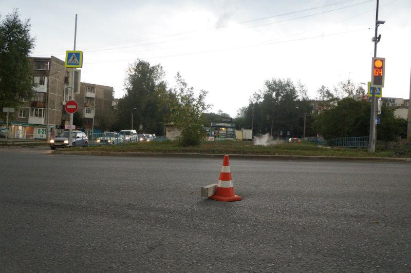 После нашего звонка Юрию Прохорову, на дыре появился конус Фото Елены Шариповой