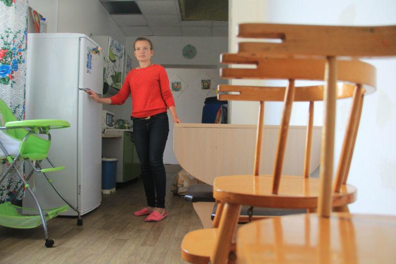 Волонтер Христина Толкачева почти каждый день приходит в приют, раньше и она обращалась сюда за помощью