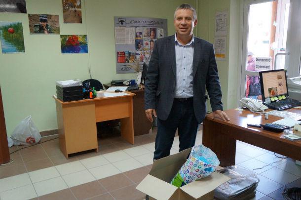 Владимир Вохмяков надеется, что собранные канцтовары понравятся первоклашкам.