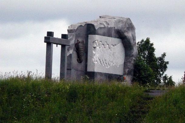 Памятник бурлакам в Усть-Утке Фото предоставлено Святославом Кудрявцевым
