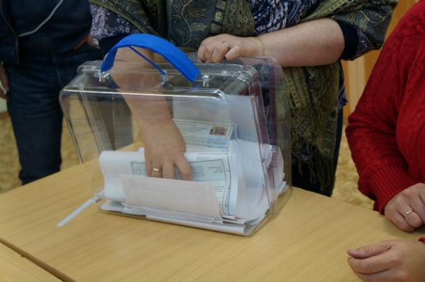 Это переносной ящик для голосования. На этом участке проголосовали дома семь избирателей. Фото Елены Шариповой