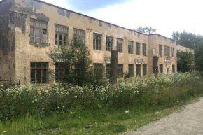 Заброшенное здание школы-интерната. Два года назад здесь жили украинские беженцы.Фото со страницы Виталия Листраткина в Facebook