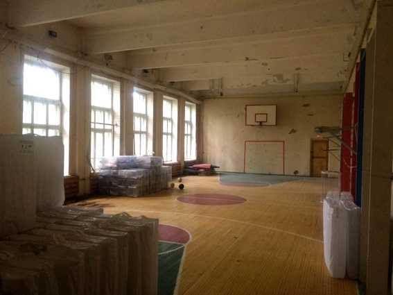 Так здание выглядит сейчас внутри. Два года назад здесь жили украинские беженцы.
