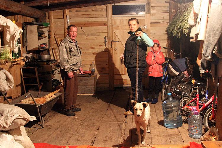 Хозяева уже ждали нас с Белкой  Фото Ивана Десятова