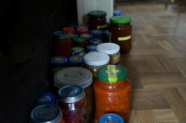 """Продукты вместо холодильника пока """"живут"""" на полу  Фото Ольги Хмелевой"""