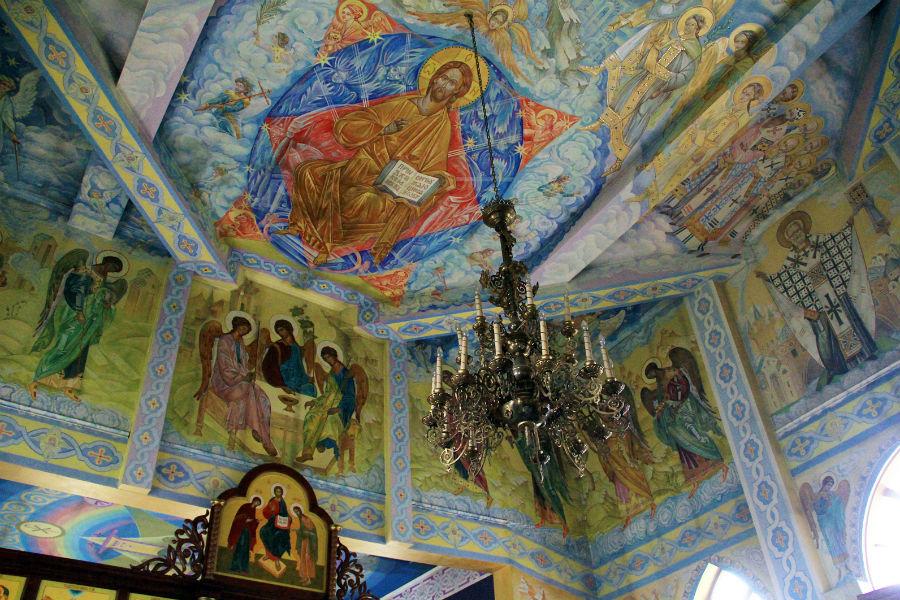 Внутренне убранство храма во имя Архангела Михаила Фото Анны Неволиной