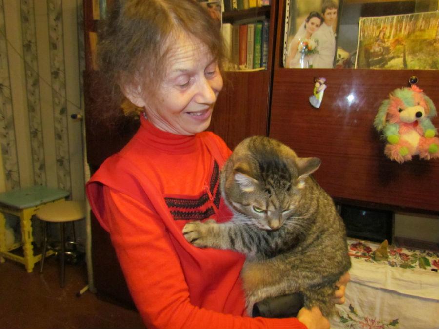 Наталья Баталова и кот Лева Фото Екатерины Каладжиди