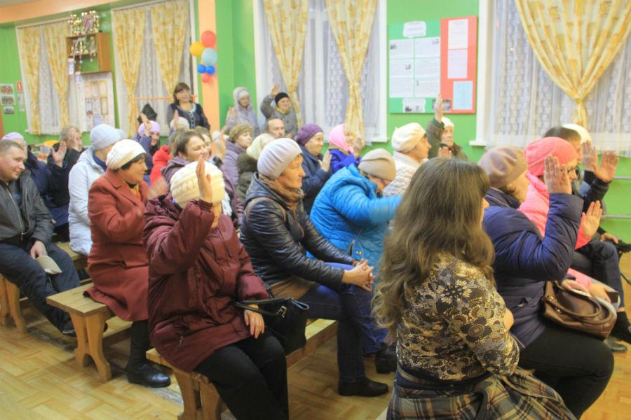 Жители проголосовали против того, чтобы платить за ремонт и экспертизу. Фото Анны Неволиной