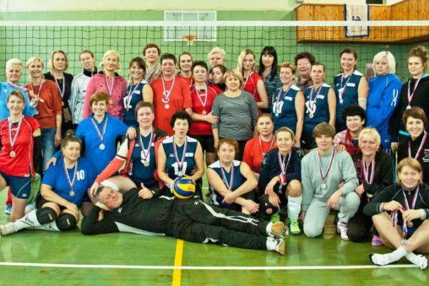Первоуральска команда волейболистов-ветеранов Фото предоставлено Эльвирой Захаровой