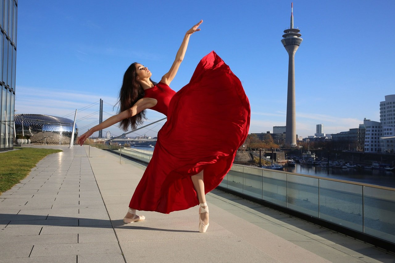 maria_tolia_red_dress